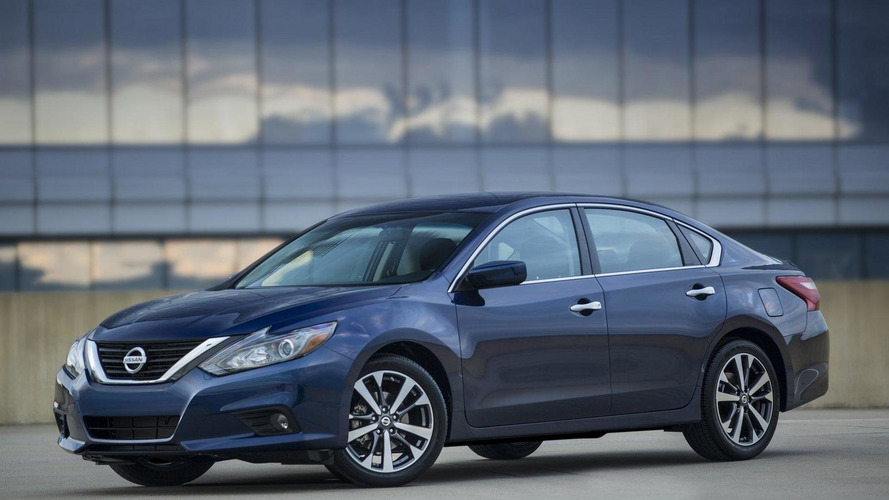 2016 Nissan Altima facelift revealed [video]