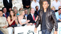F1 drivers turn catwalk models on Friday night