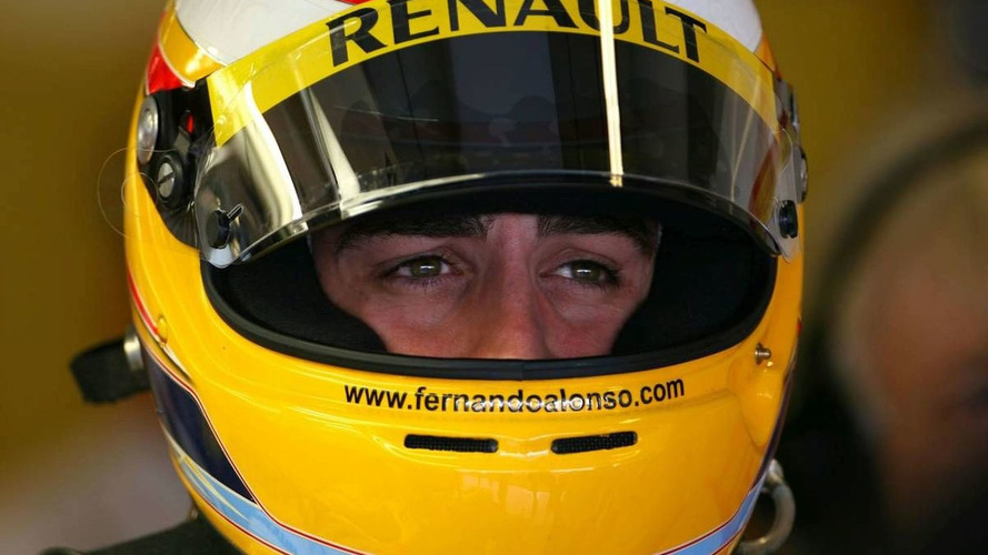Alonso ends Renault career with 'worst car'
