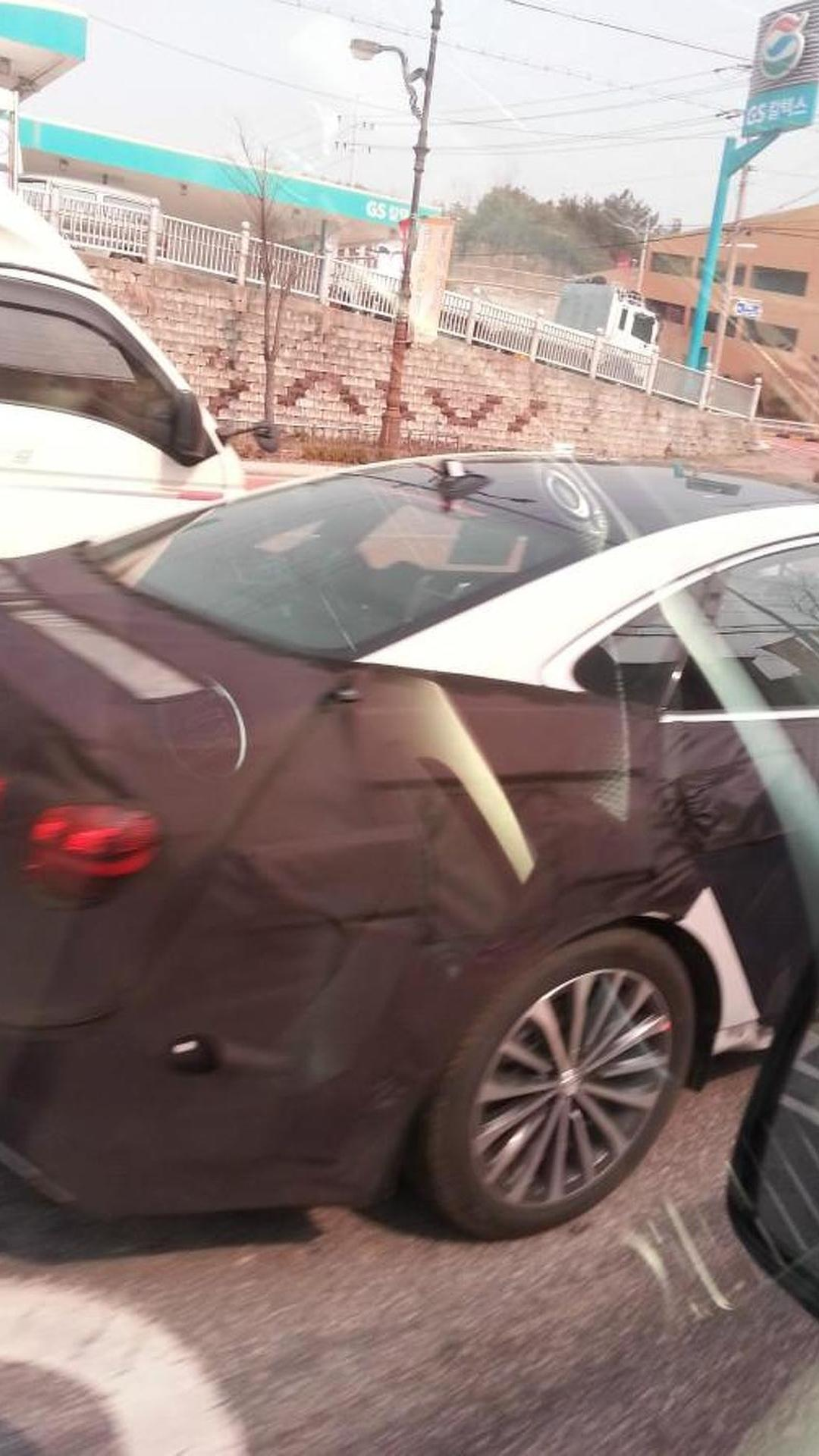 Hyundai 'AG' luxury sedan spied, will be unveiled next month