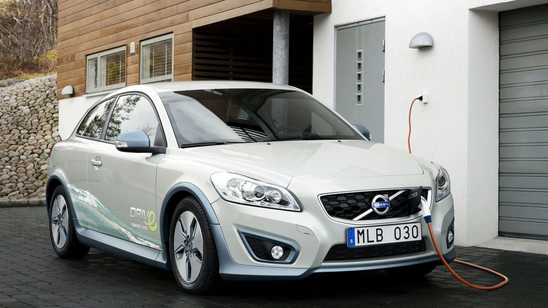 Volvo C30 Electric features range-extending climate control system [video]