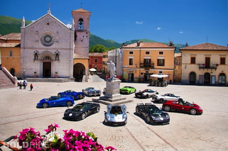 Wheels Wallpaper: Pagani Zondas in Italy