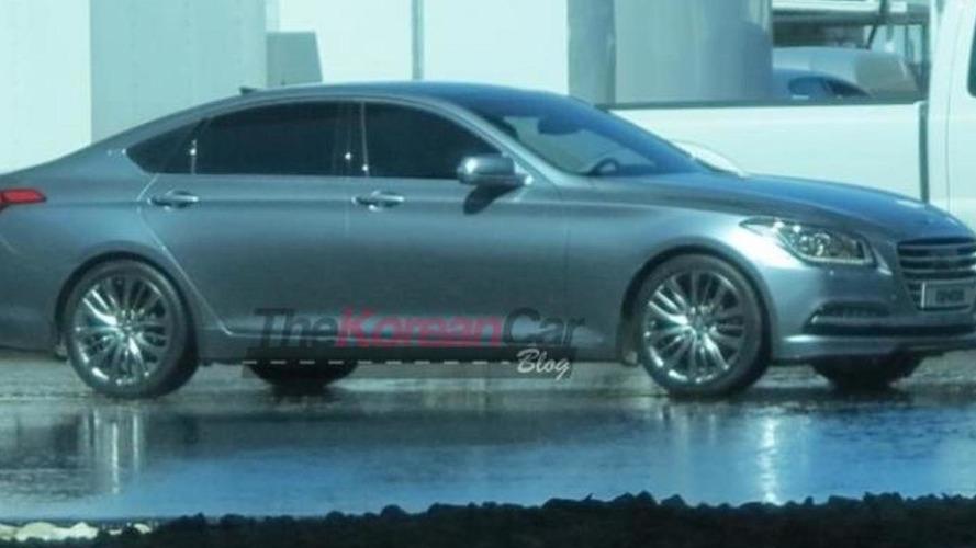 2014 Hyundai Genesis returns to show its profile in new spy photo