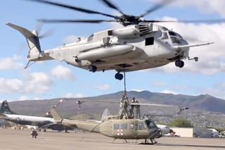 Watch this Giant Helicopter Airlift Another Helicopter