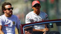 No tension as Alonso gives Hamilton a ride