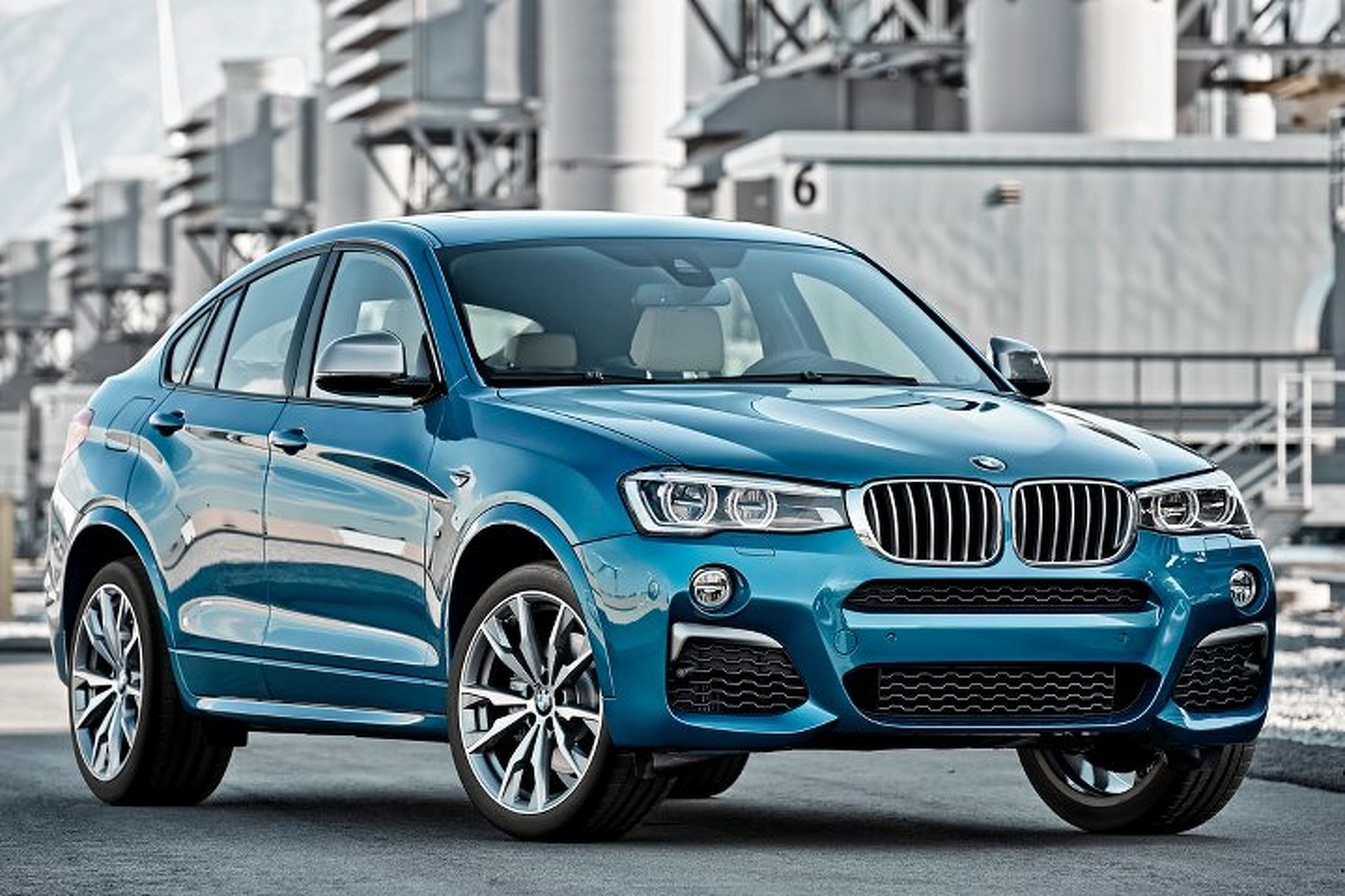 bmw x4 m40i is the performance mini suv we never asked for. Black Bedroom Furniture Sets. Home Design Ideas