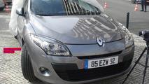 Renault Megan GrandTour spied on film set 2009