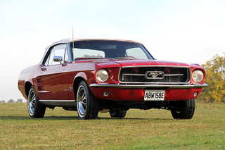 Game of Thrones' Tywin Lannister Drives a Ford Mustang