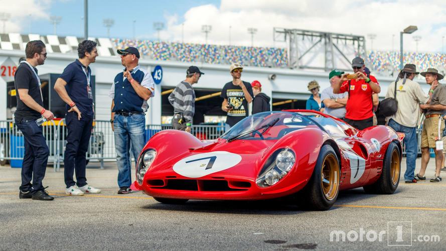 PHOTOS - Une des trois Ferrari 330 P4 prend la pose à Daytona