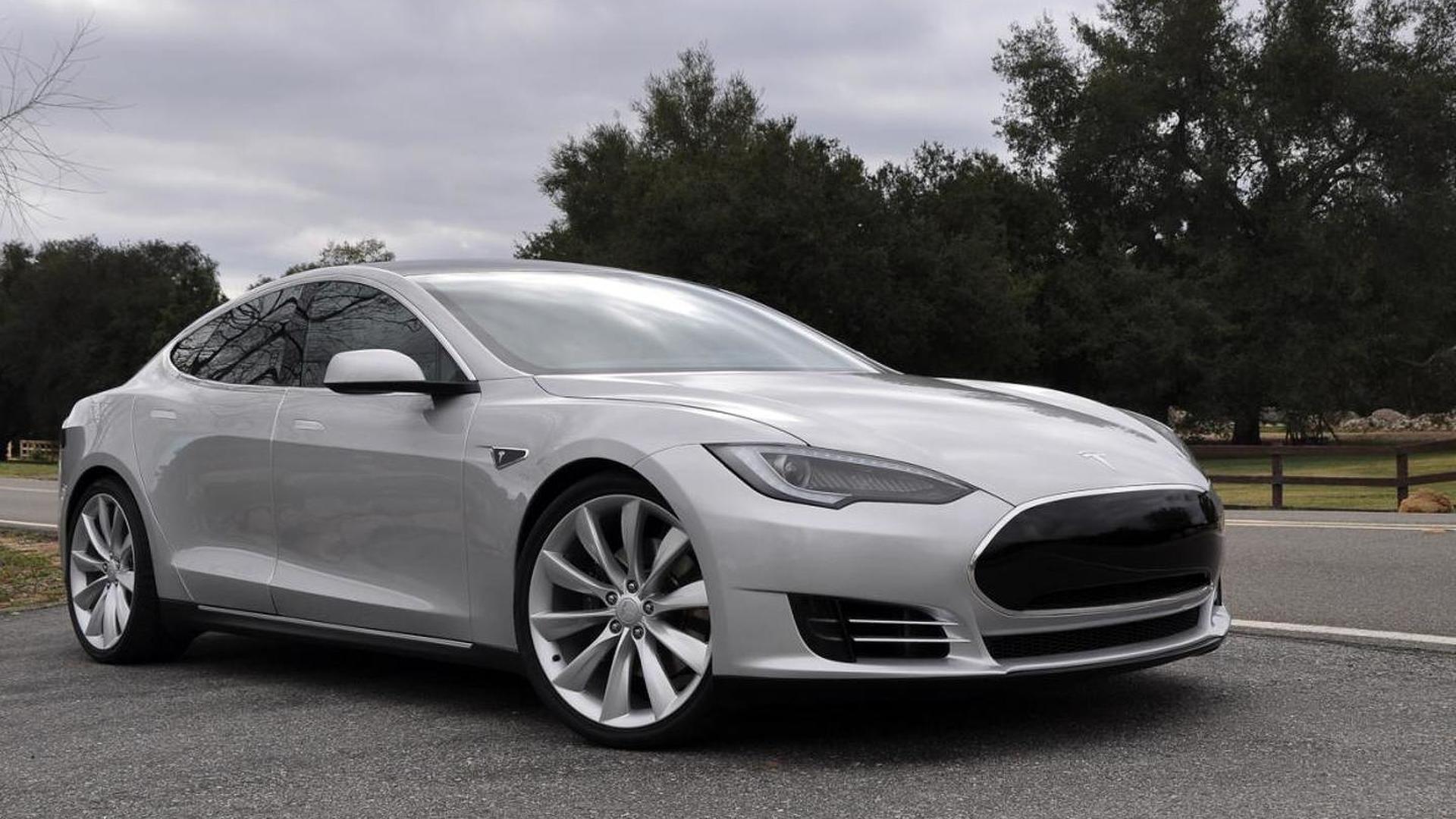 Tesla Roadster and Model S ride together [video]