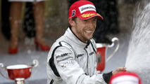 Button can crawl to 2009 title in Brazil