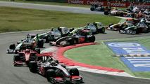 Hamilton apologises after last lap crash