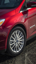 2015 Ford Focus Sedan officially revealed