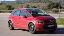 Mysterious Citroen C4 Picasso spied, it is an off-road inspired variant?