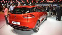 Renault Clio estate wagon live in Paris 27.09.2012