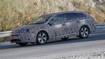 2016 Toyota Avensis mule spy photo