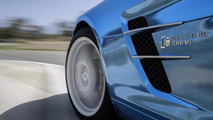 Mercedes SLS AMG Electric Drive hits the track [video]