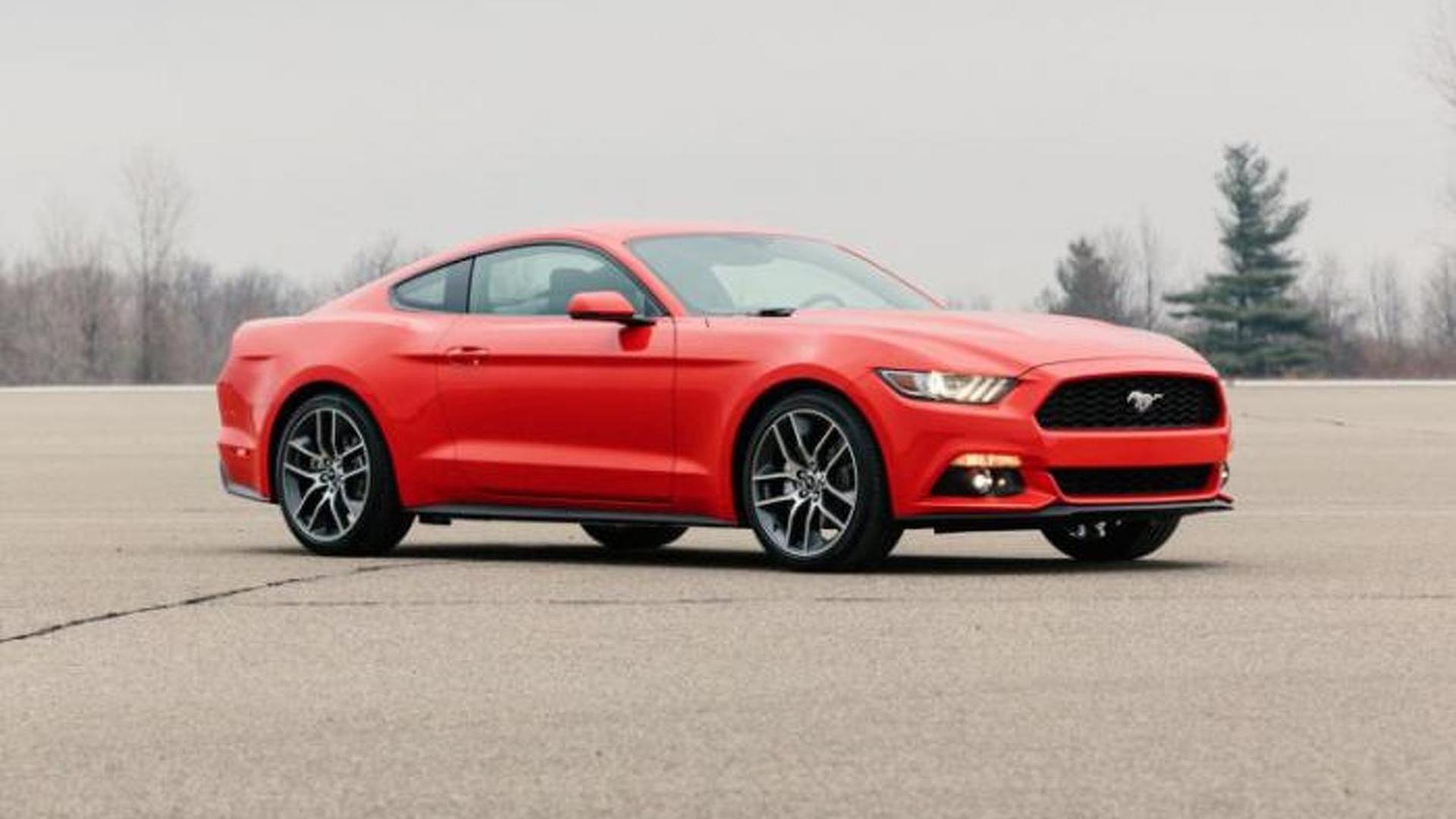 2015 Ford Mustang GT filmed up close revving its V8 engine [video]