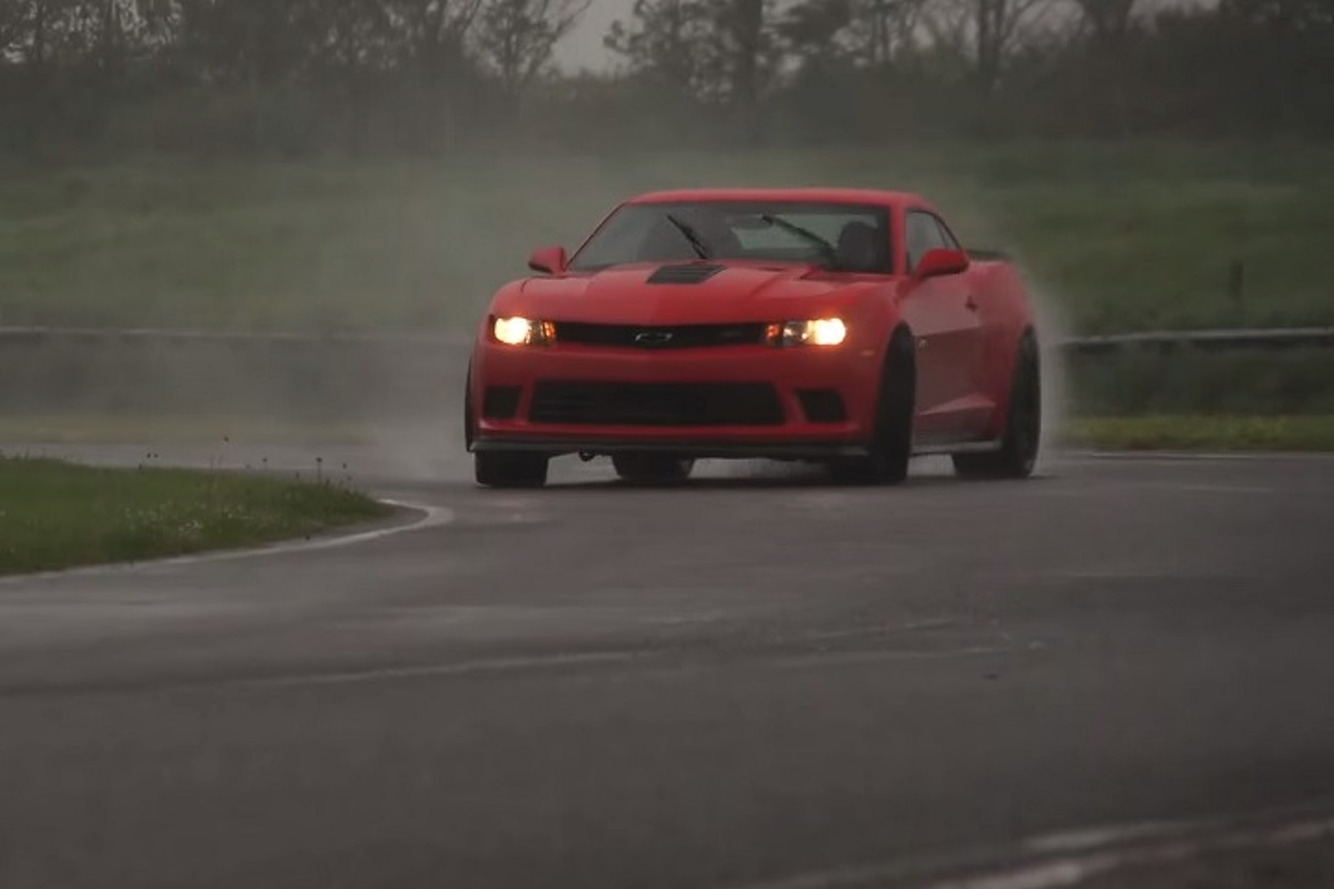 Watch the Camaro Z/28 Take On a Porsche 997 GT3 RS