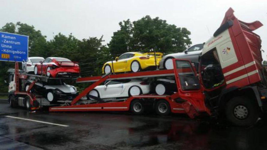 Autobahn crash sends Cayman GT4s to the junkyard