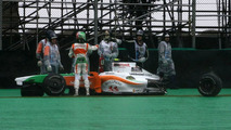 Liuzzi drops to last with gearbox change