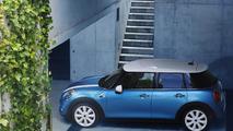 2015 MINI five-door hatch brings its bigger body to Paris