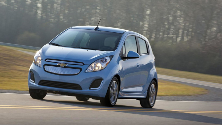 2014 Chevrolet Spark EV costs 27,495 USD, available with 199 USD / month lease