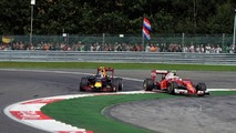 Raikkonen: 'Something is not correct' with Verstappen's driving tactics