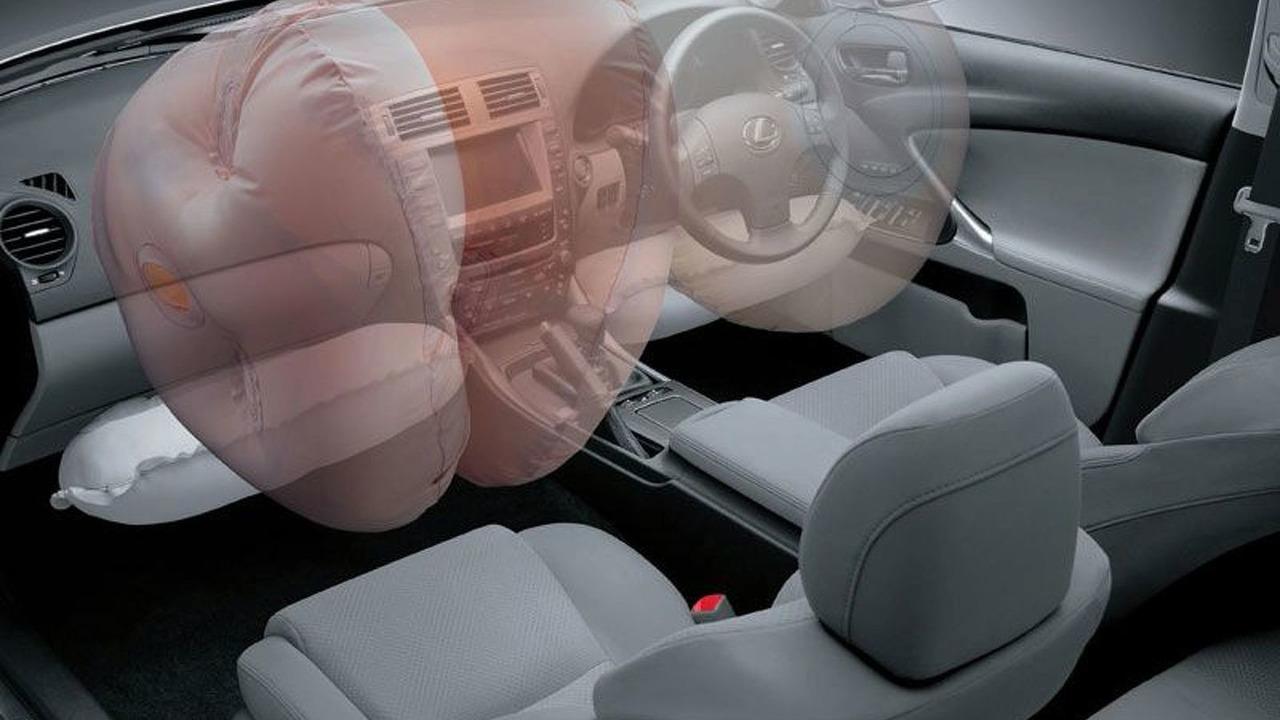 Lexus twin-chamber airbag technology
