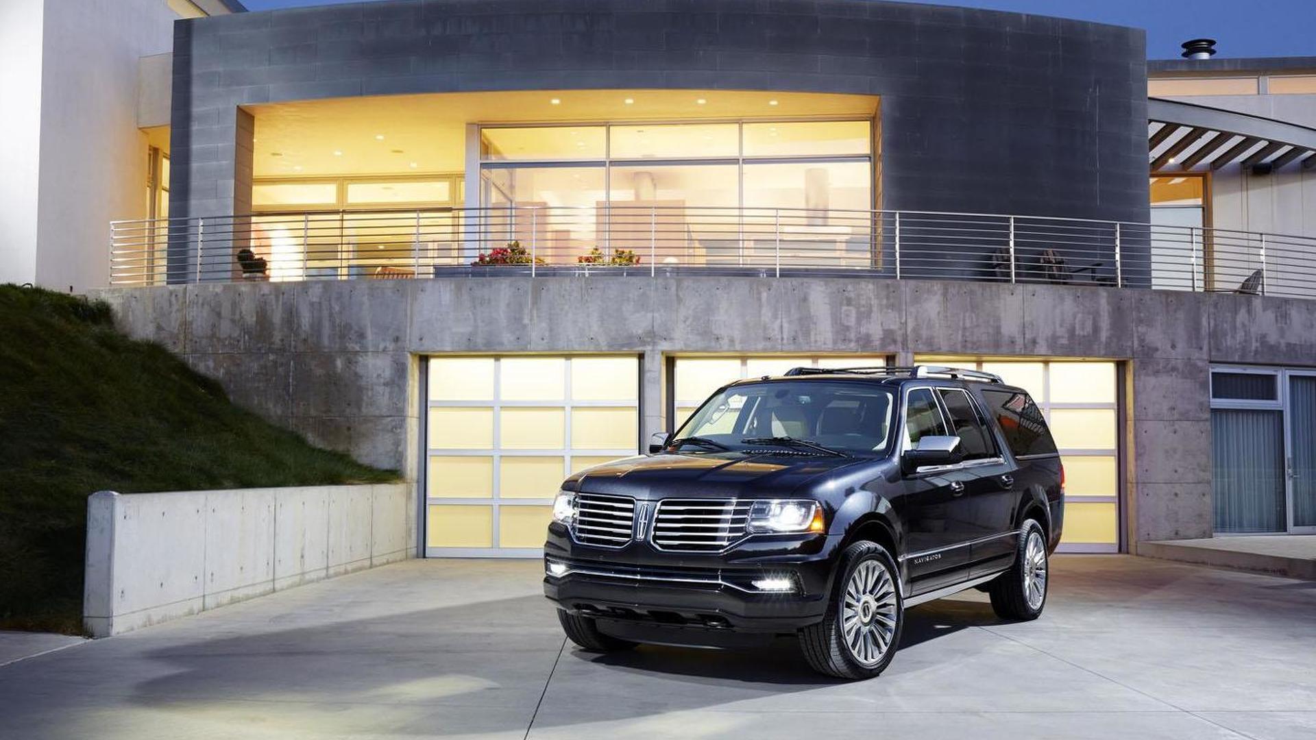 2015 Lincoln Navigator kicks off at 62,475 USD