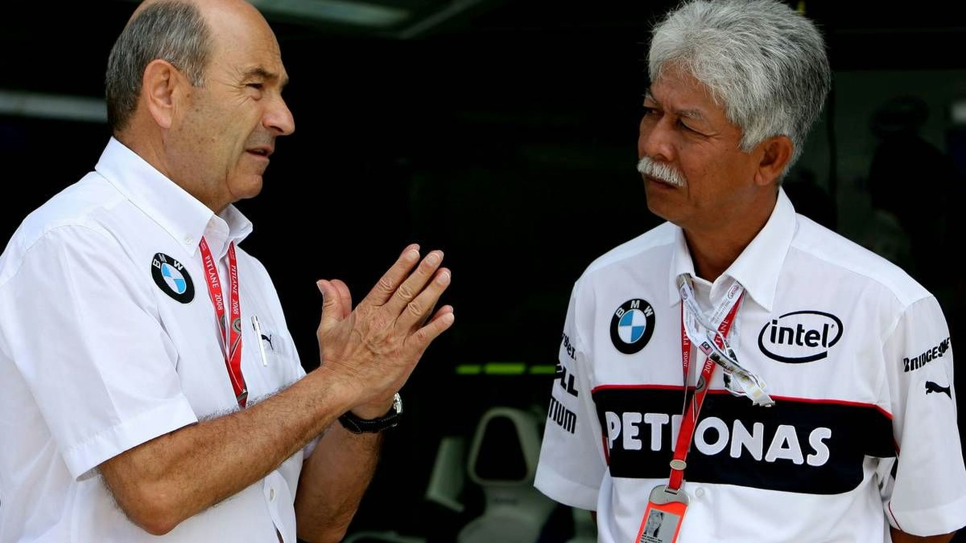 Petronas to stay with Sauber - report