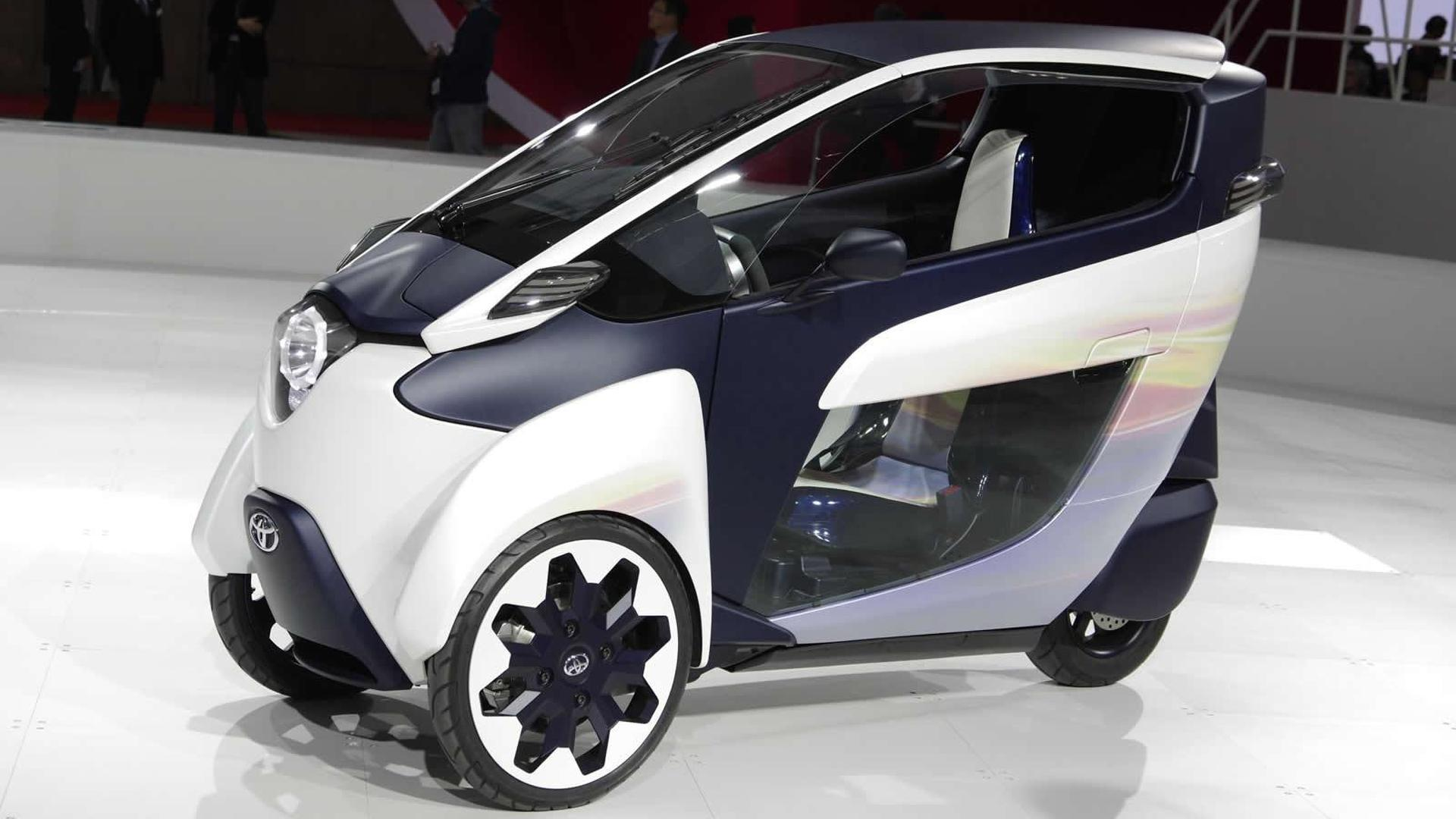 Toyota i-Road and FV2 three-wheeler concepts mesmerize Tokyo crowd