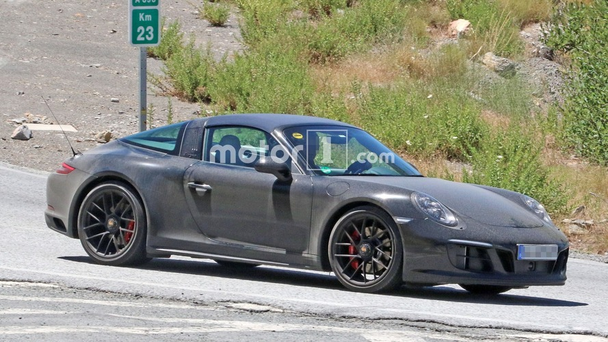 Porsche 911 Targa GTS spied in refreshed body