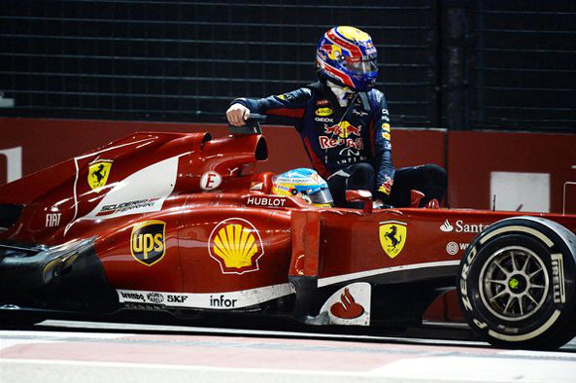 F1 Driver Picks Up 'Hitchhiker' at Singapore GP [w/video]