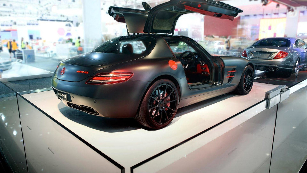 Mercedes SLS AMG painted in designo magno Night Black, 2010 Australian International Motor Show, 15.10.2010