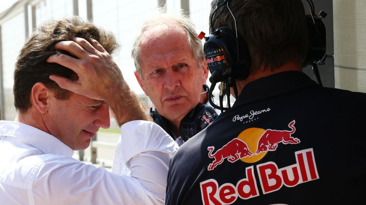 Christian Horner (GBR) with Dr Helmut Marko (AUT) and Jonathan Wheatley (GBR), 01.03.2014, Bahrain Test Two, Day Three, Sakhir, Bahrain / XPB