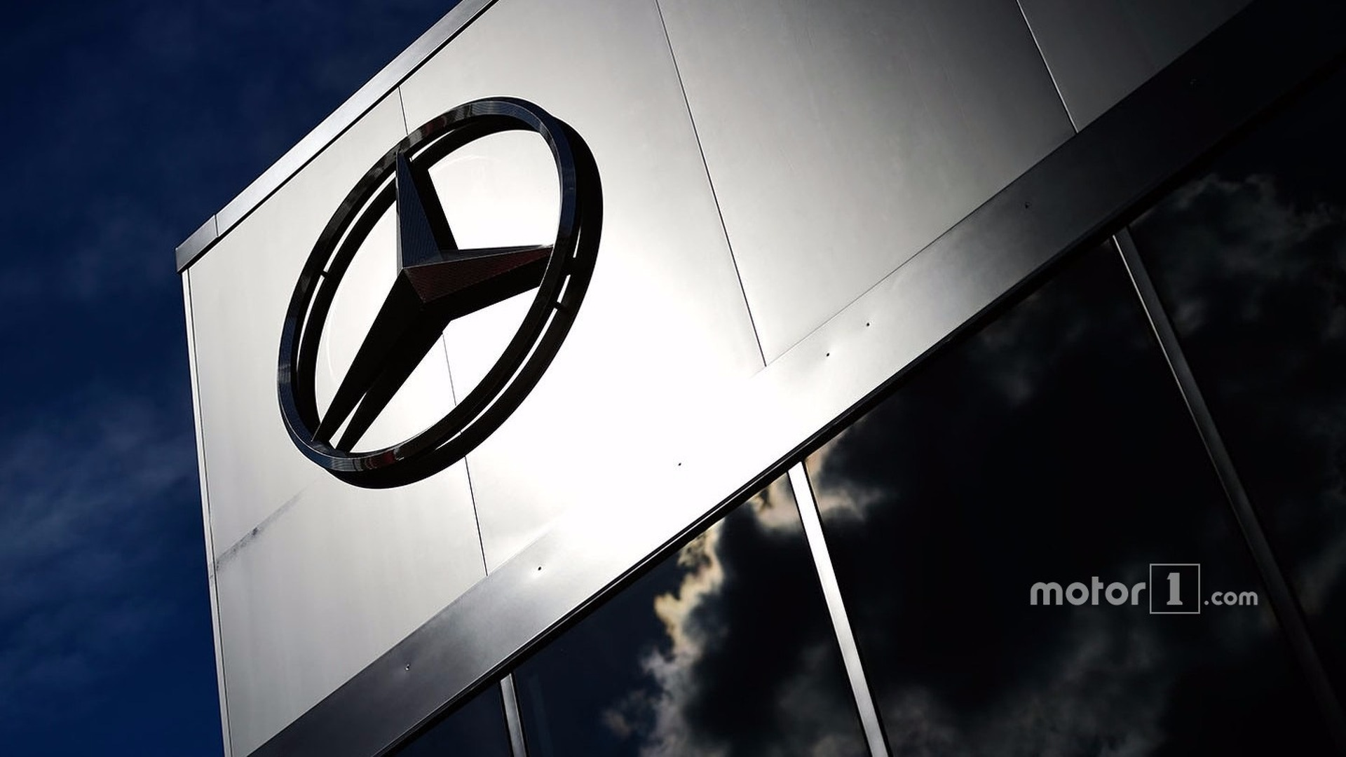Mercedes bolsters sales lead over BMW