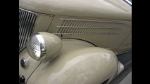 Ford Deluxe Roadster