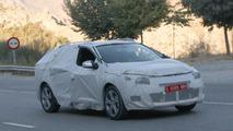 2013 Renault Megane and Megane Grandtour II facelift spied