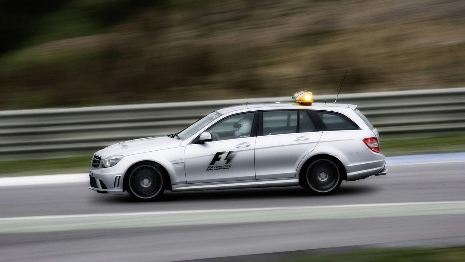 New full-time driver for F1 medical car