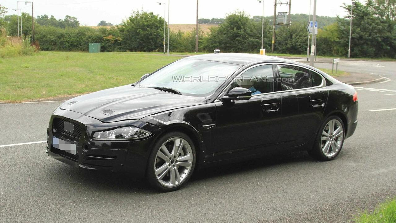 2016 Jaguar XF spy photo 27.08.2013