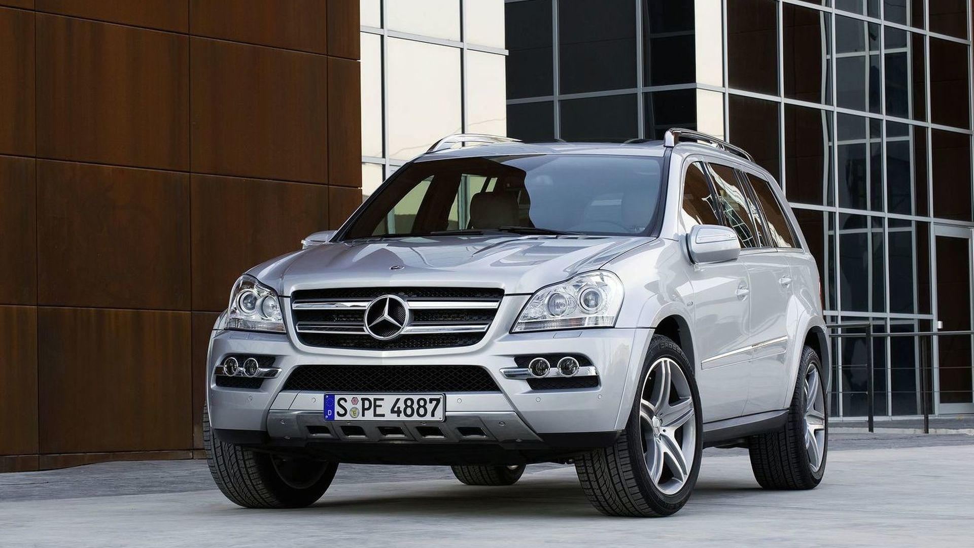 Mercedes GL-Class Soft Facelift Released