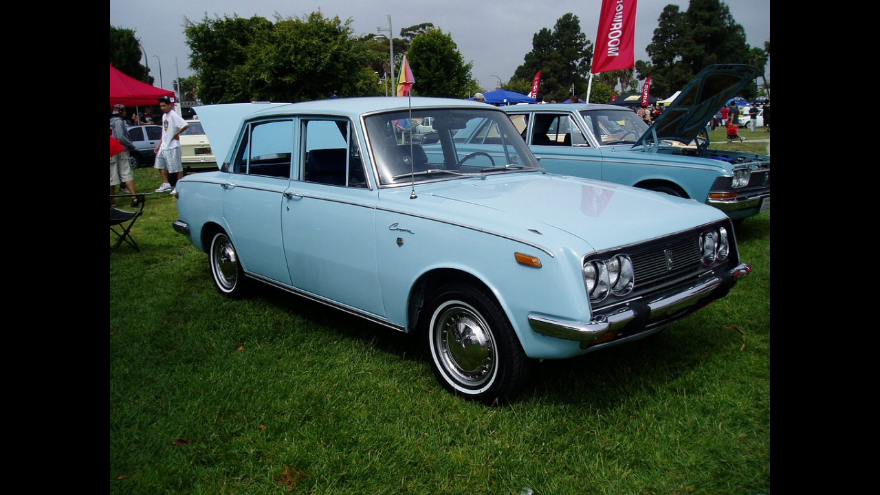 Prince Sedan Deluxe
