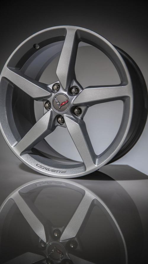 2014 Corvette Stingray hits the dragstrip [video]