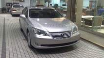 2010 Lexus ES 350 facelift spotted in dealership