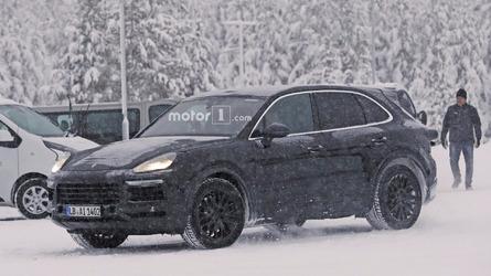 Frosty 2018 Porsche Cayenne begins winter testing