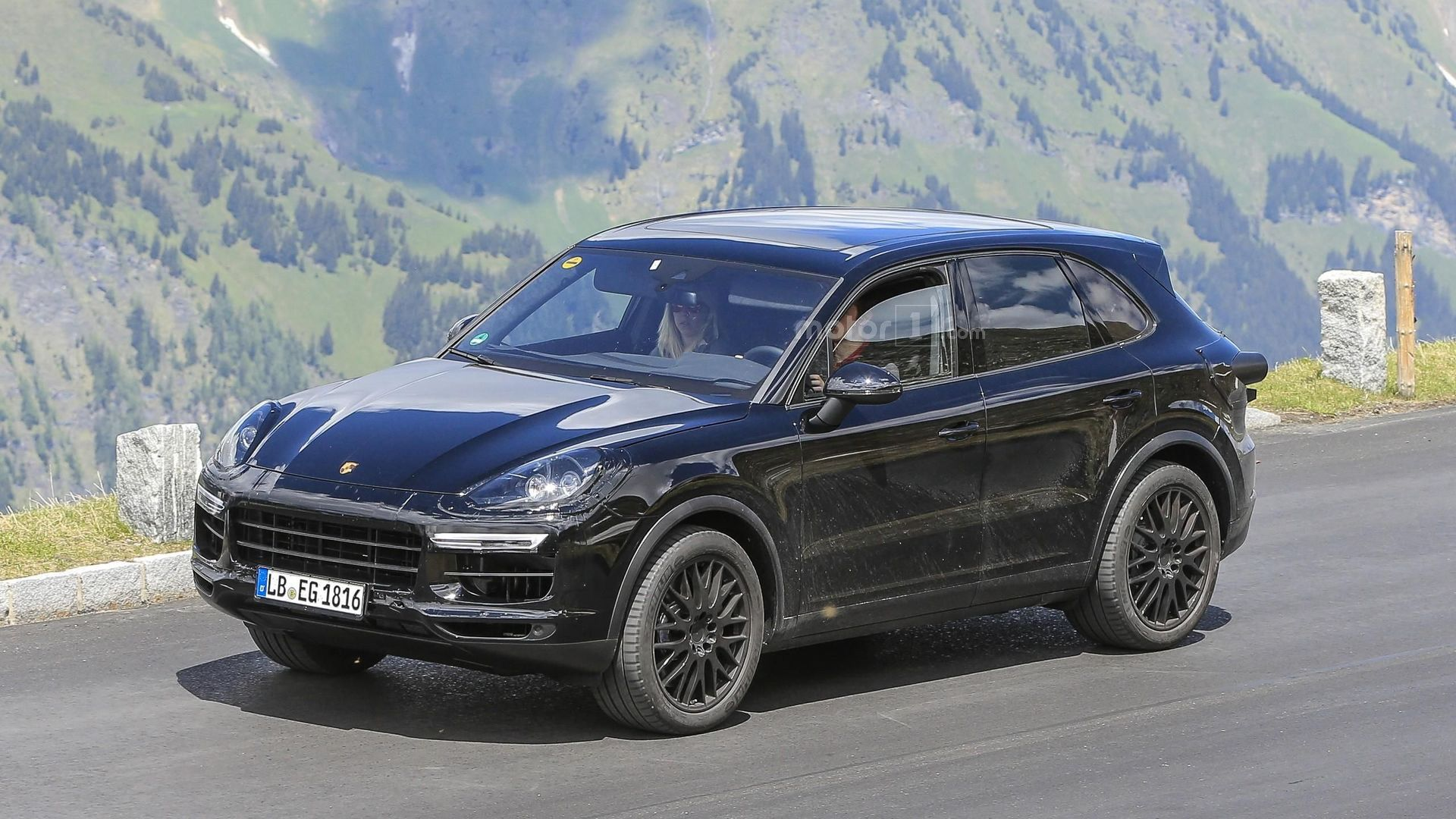 2018 porsche cayenne spied testing at the ring and in the alps. Black Bedroom Furniture Sets. Home Design Ideas