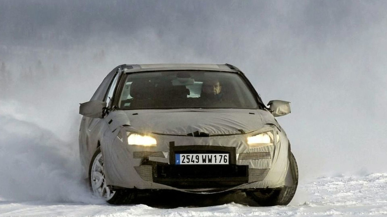 Renault Laguna Undergoing Cold Weather Testing in Russia