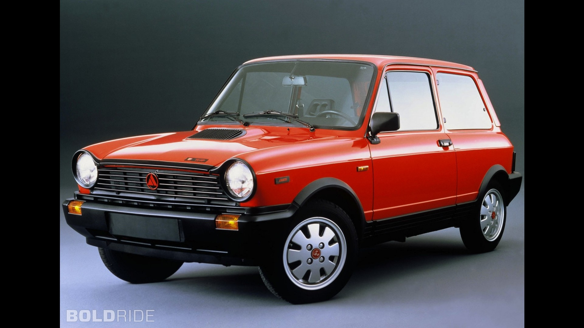 http://icdn-5.motor1.com/images/mgl/gG99m/s1/lancia-autobianchi-a112.jpg