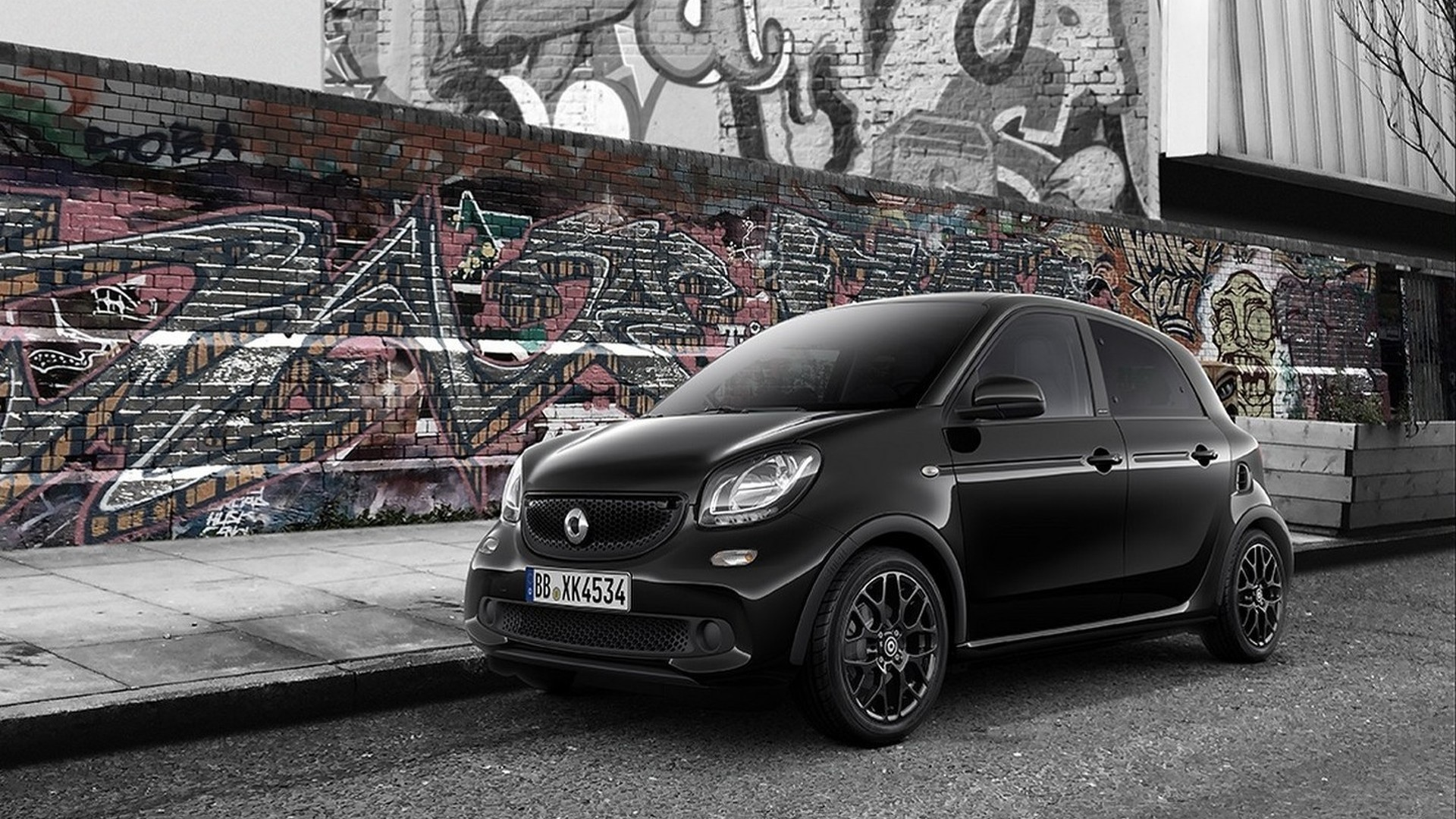 Smart ForTwo, ForFour go black and white in UK